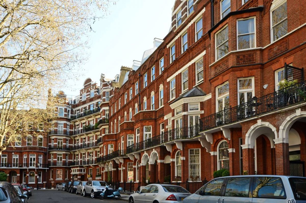 1 Bedroom Flat to rent in Earls Court, Barkston Gardens