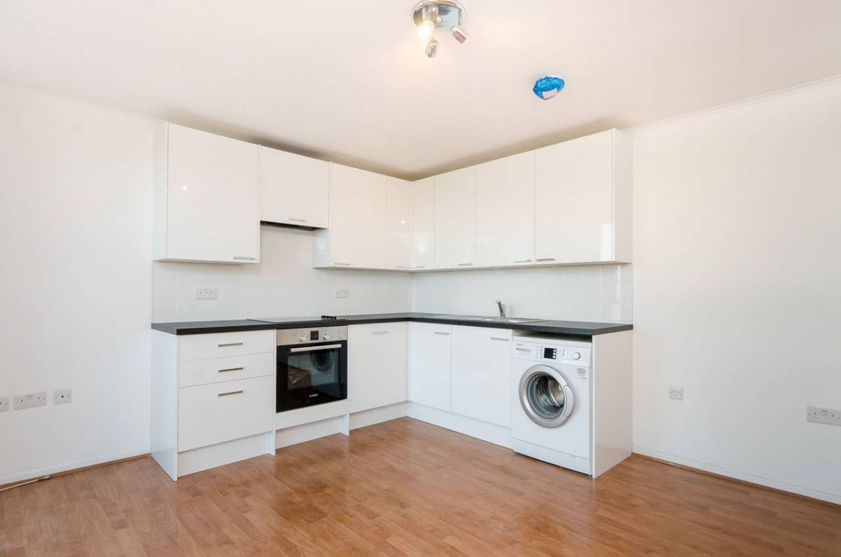 3 Bedroom Flat to rent in Tooting, Garratt Lane