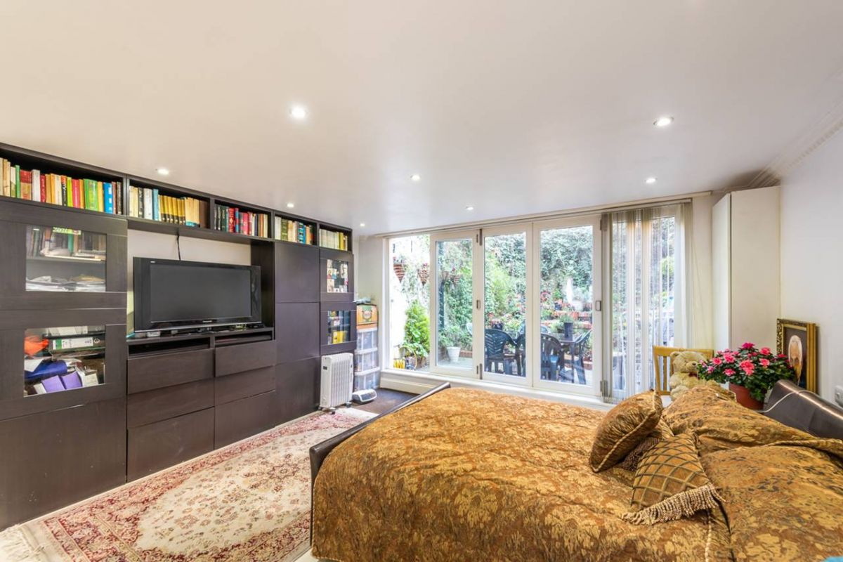 4 Bedroom Flat for sale in West Kensington, Warwick Road