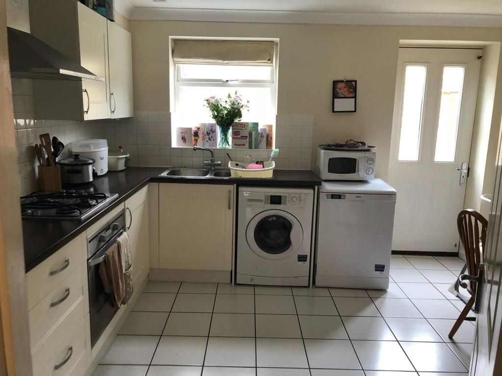 2 Bedroom End of Terrace to rent in Hook, Wickham Way