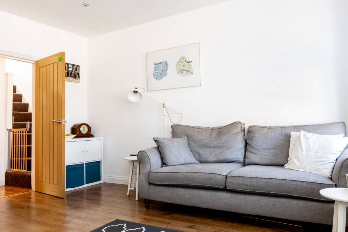 3 Bedroom Flat for sale in Croydon, Northcote Road
