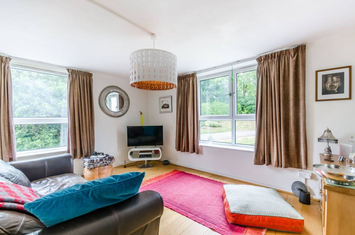 2 Bedroom Flat for sale in South Norwood, Ross Road