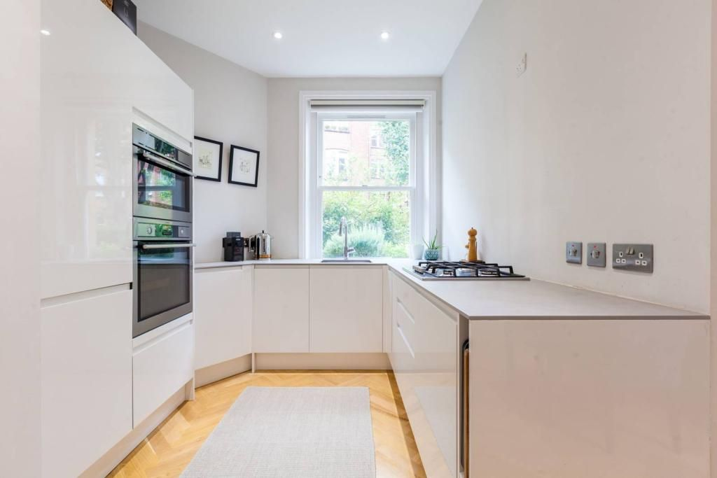2 Bedroom Flat for sale in Roseville, Lyncroft Gardens