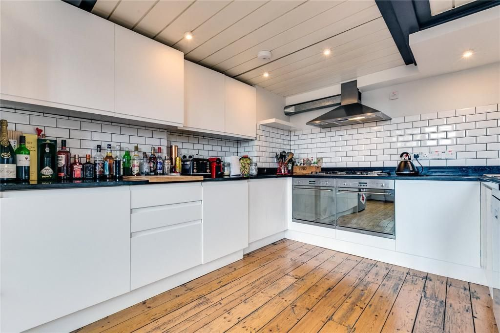 2 Bedroom Apartment to rent in Clapham, Alpha House