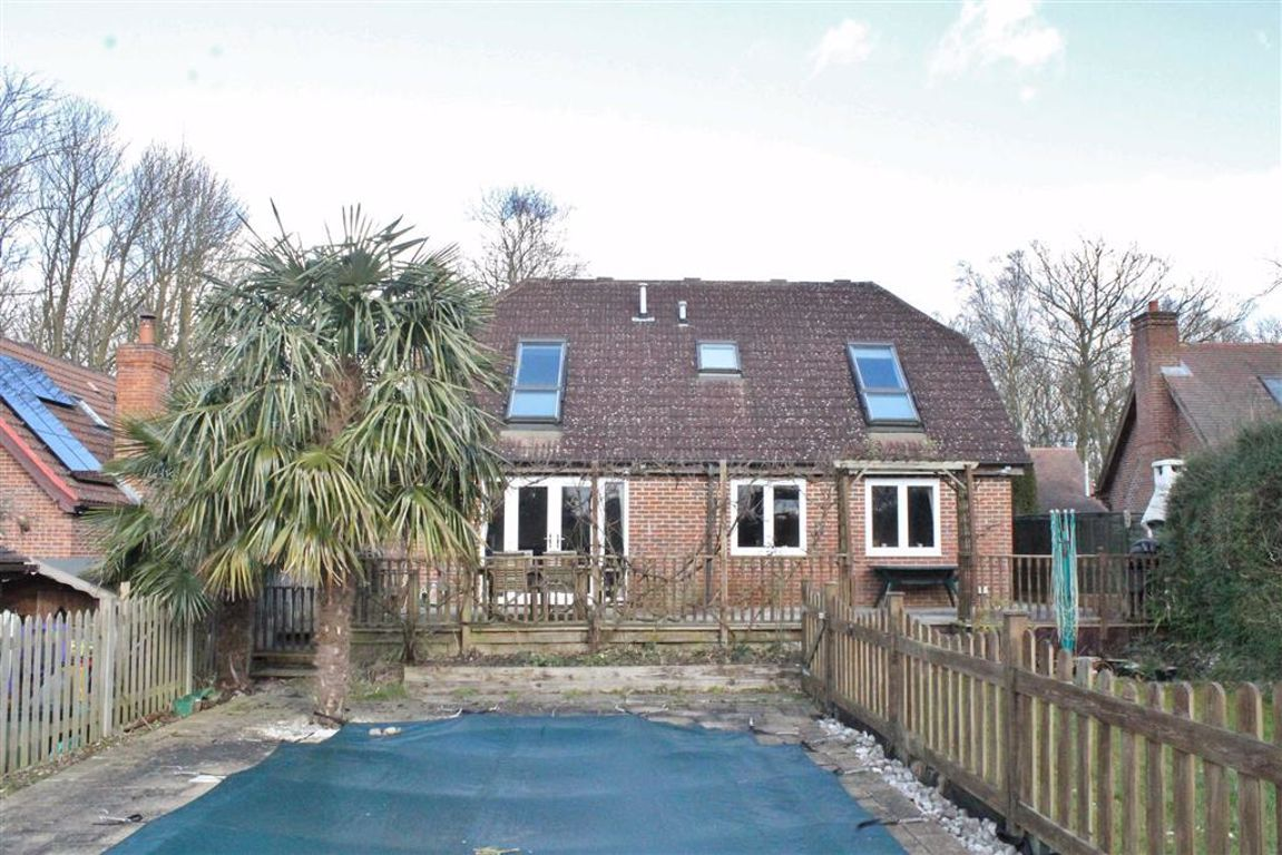 4 Bedroom Detached Bungalow for sale in Gravesend, Ridge Lane