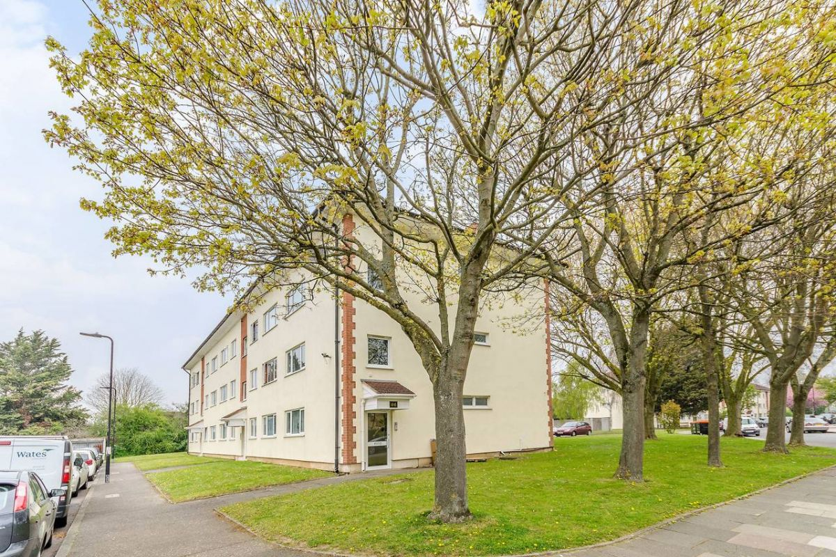 1 Bedroom Flat for sale in Northolt, Byron Way