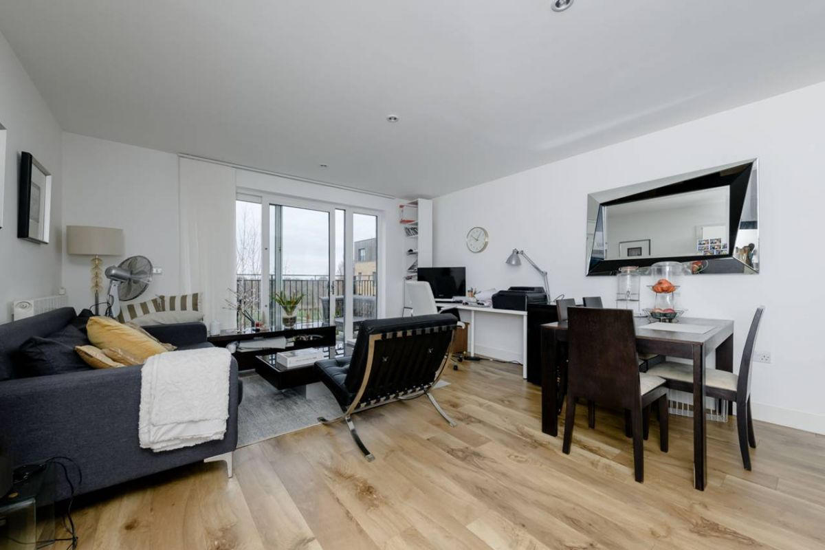 2 Bedroom Flat for sale in Eltham, Conningham Court