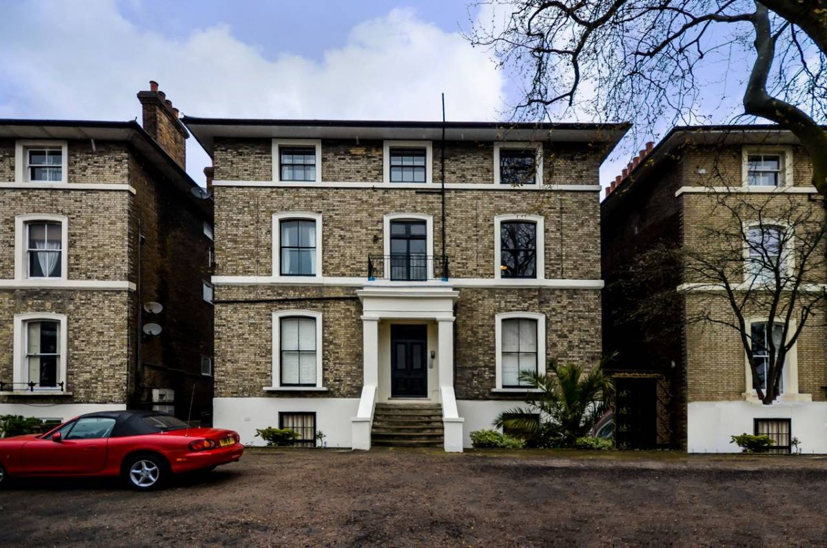 2 Bedroom Flat to rent in Westcombe Park, Shooters Hill Road
