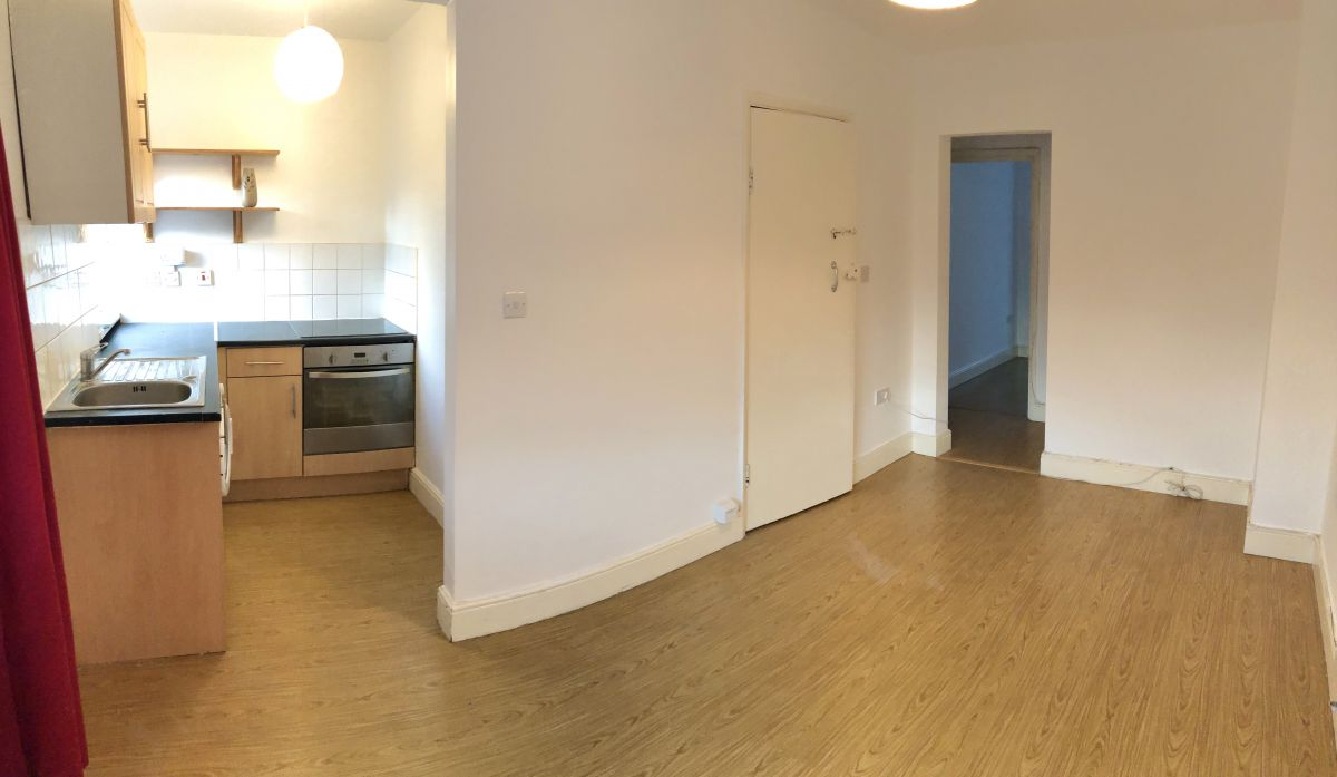 2 Bedroom Flat to rent in Wallington, Woodcote Road