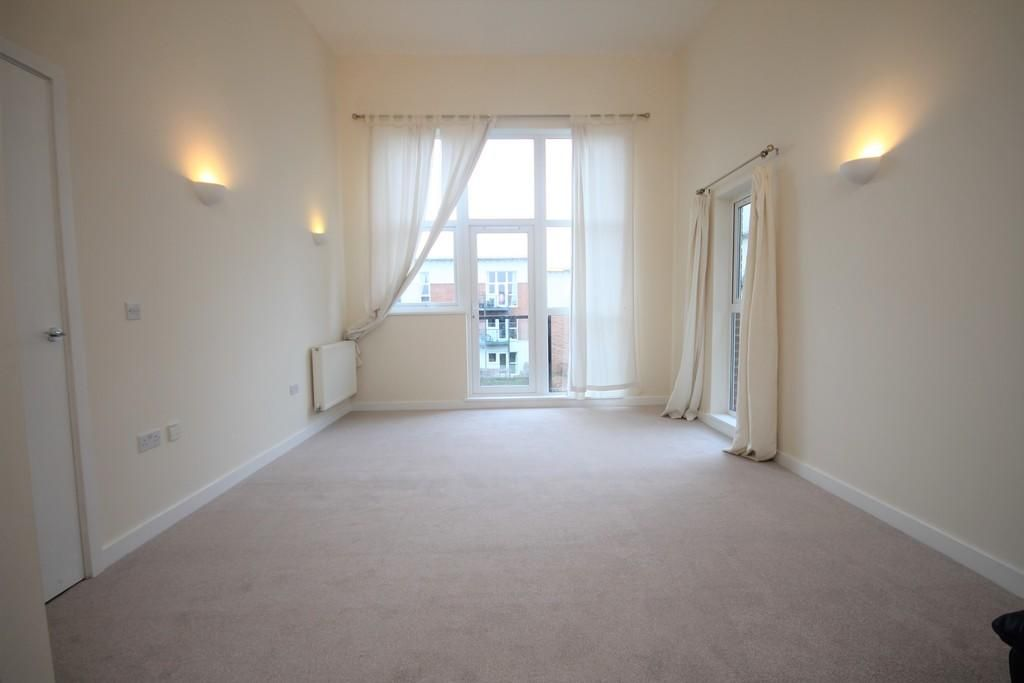 2 Bedroom Apartment to rent in Leatherhead, Birch Court