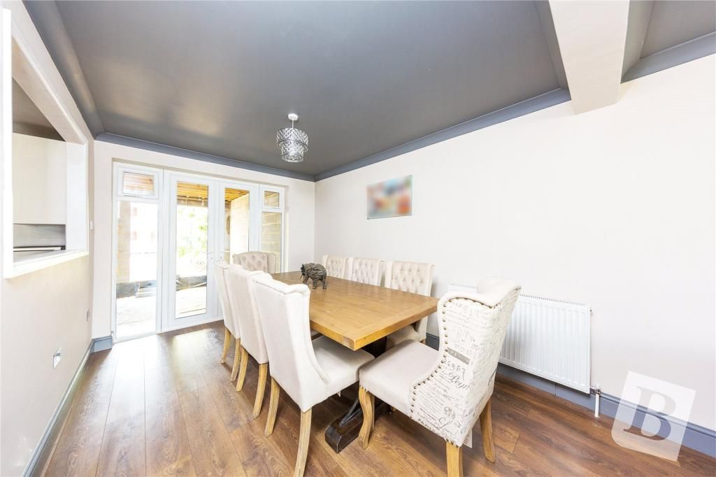 3 Bedroom Terraced for sale in Hornchurch, Elms Farm Road