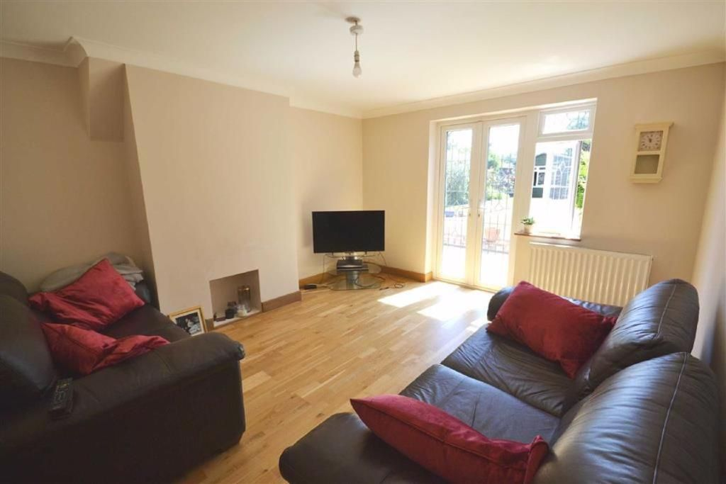 3 Bedroom Semi-Detached for sale in Boreham Wood, Hartforde Road
