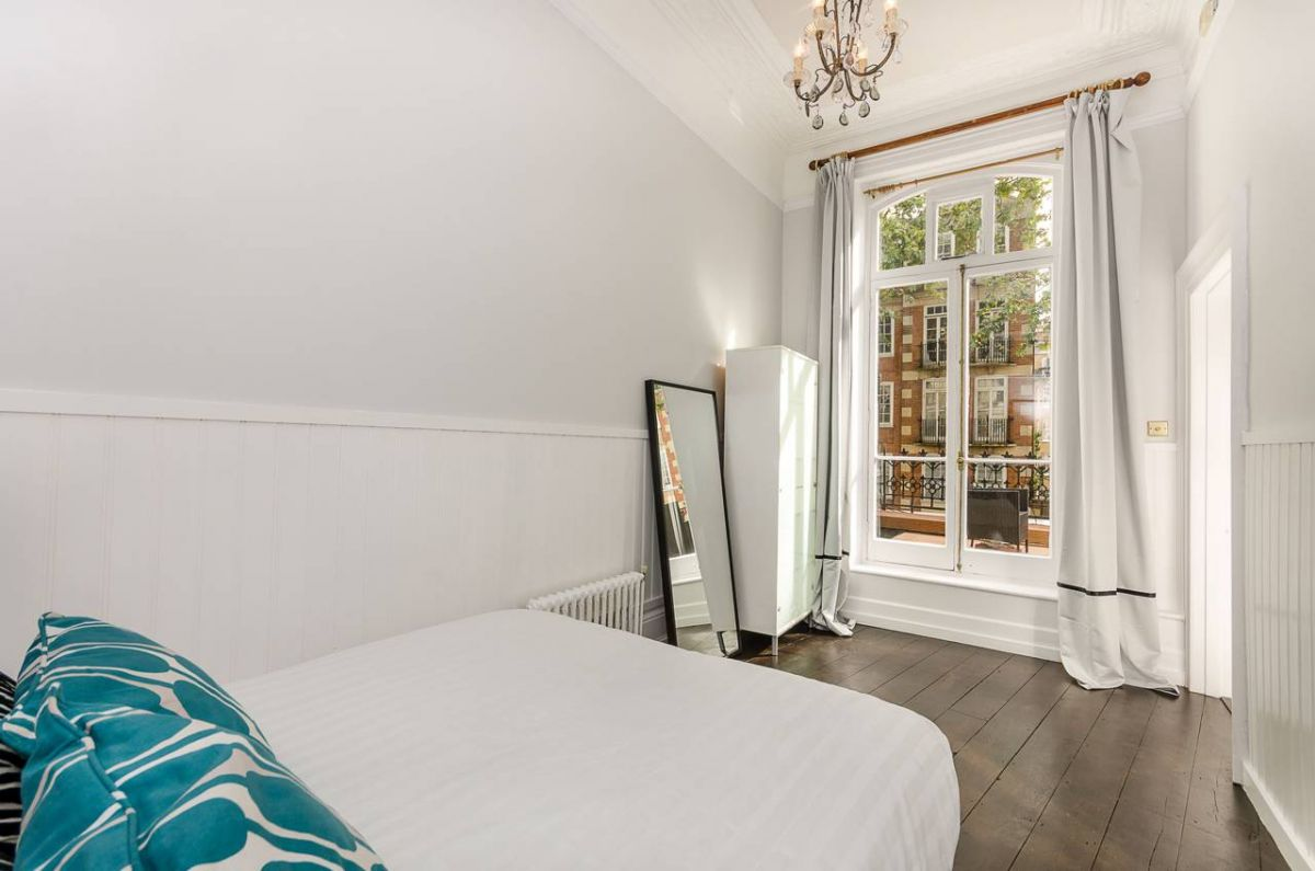 1 Bedroom Flat for sale in Earls Court, Old Brompton Road