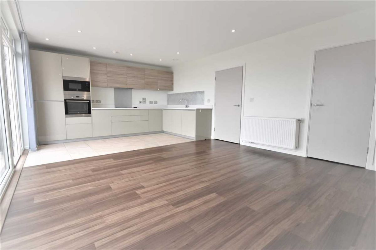 2 Bedroom Flat to rent in Acton, Stanley Road