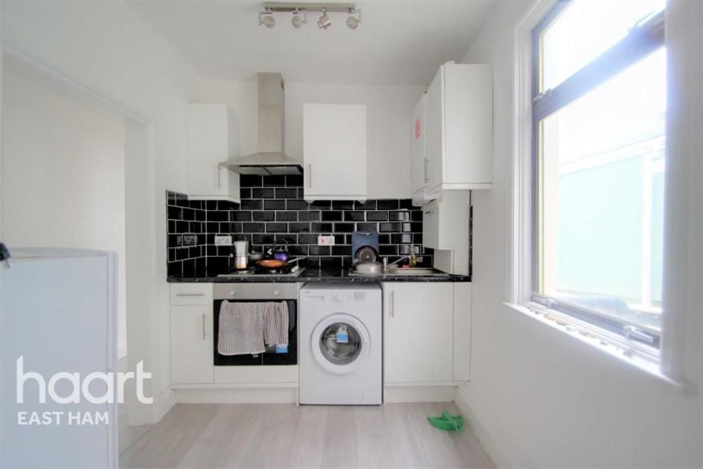 1 Bedroom Flat to rent in Manor Park, Gladstone Avenue