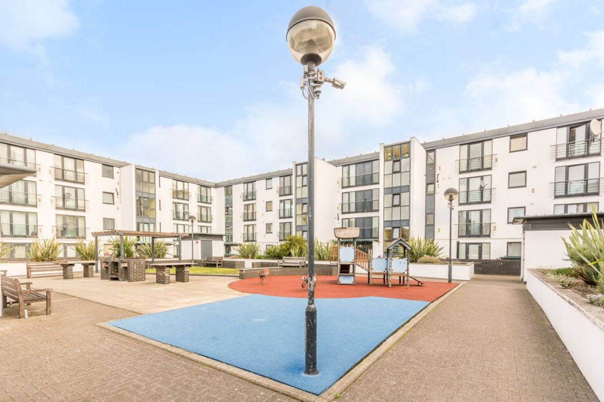 2 Bedroom Flat for sale in West Kensington, Shaftesbury Place