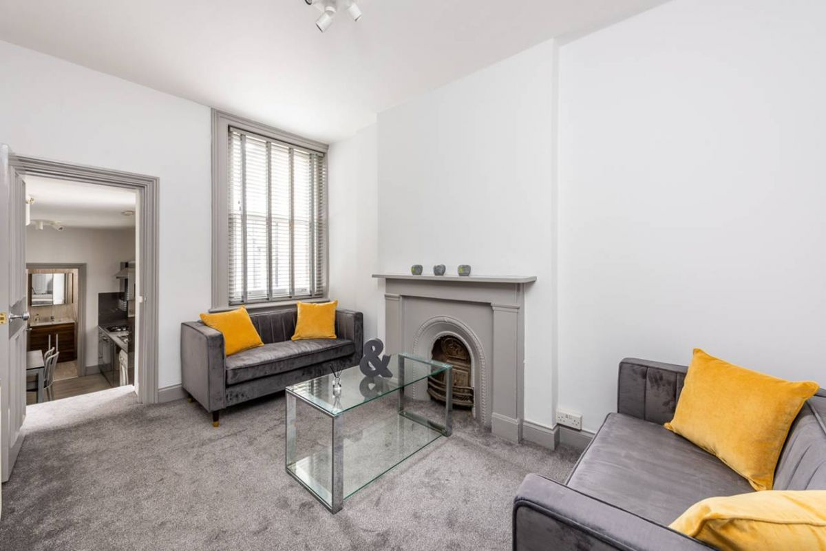 1 Bedroom Flat to rent in Earls Court, Kenway Road