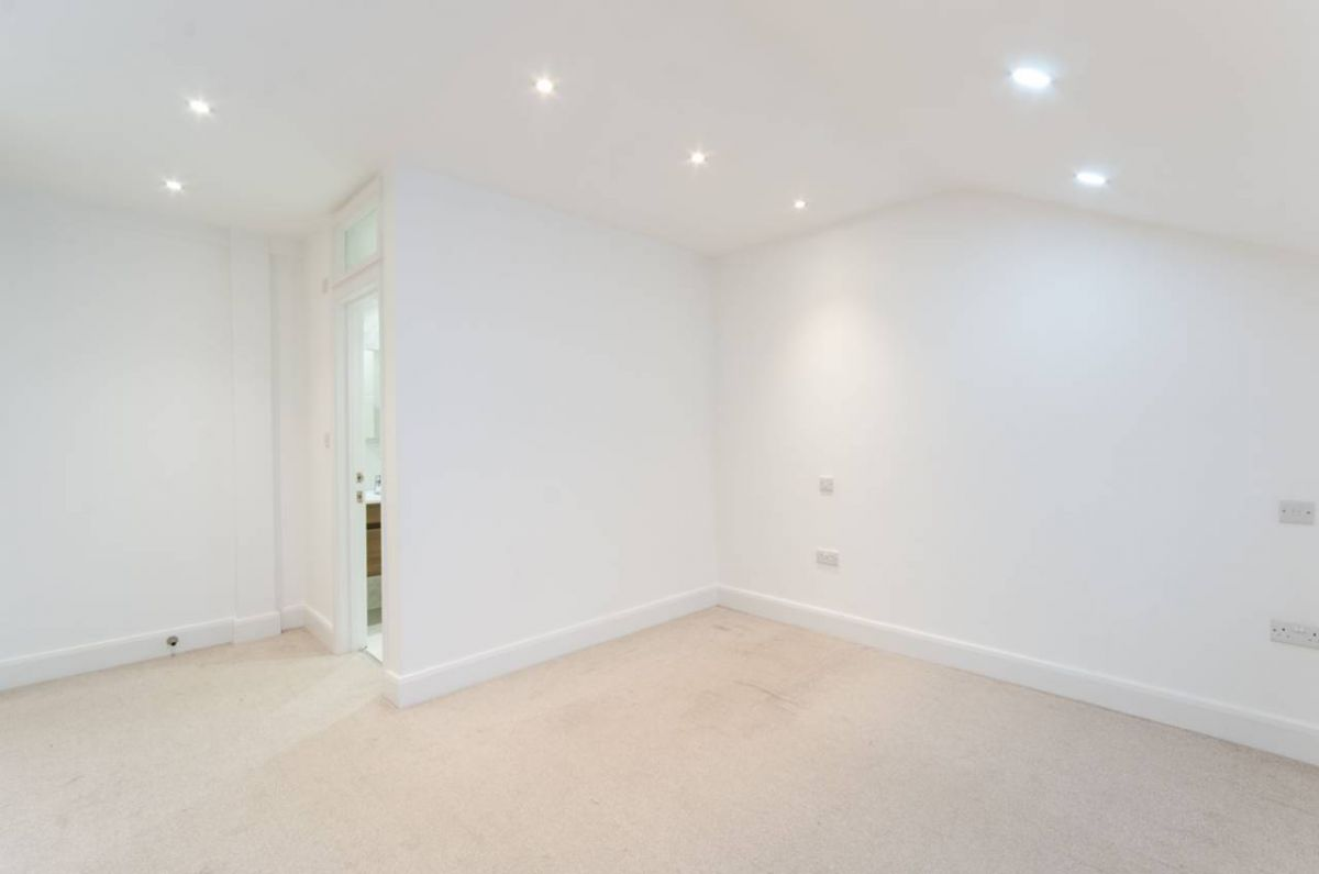 2 Bedroom Flat to rent in Acton, King Edwards Place