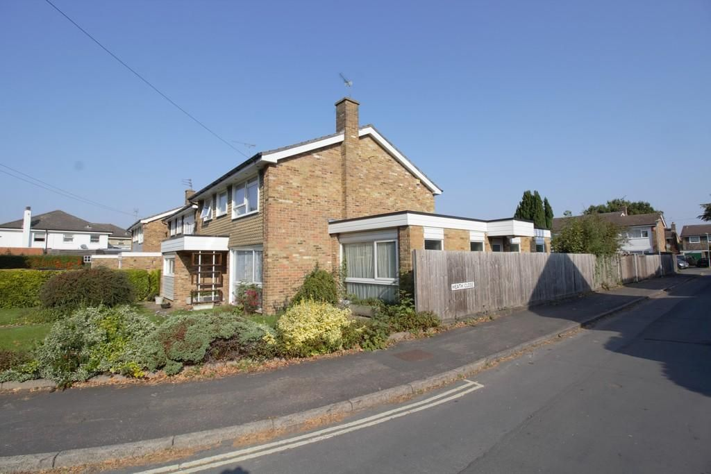 5 Bedroom Detached for sale in Potters Bar, Heath Road
