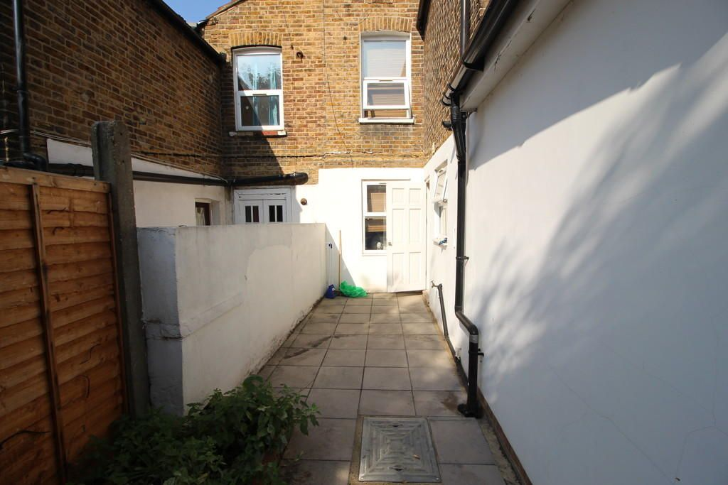 3 Bedroom Terraced to rent in Leyton, Dawlish Road
