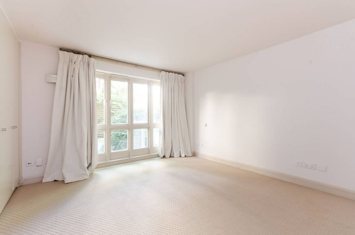4 Bedroom Flat to rent in Earls Court, Earls Court Square