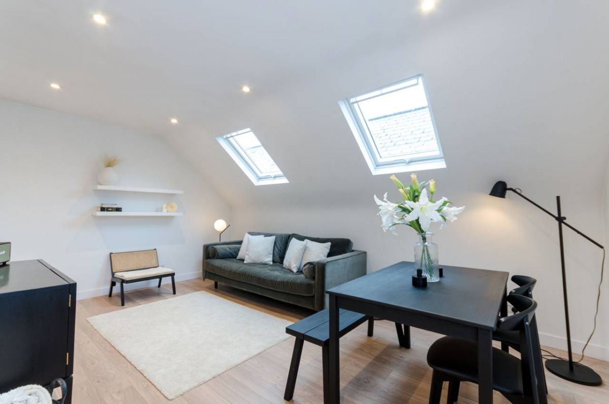 2 Bedroom Flat for sale in Kingston Upon Thames, Fassett Road