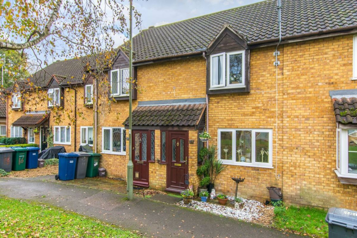 2 Bedroom Flat for sale in Barnet, Morrell Close