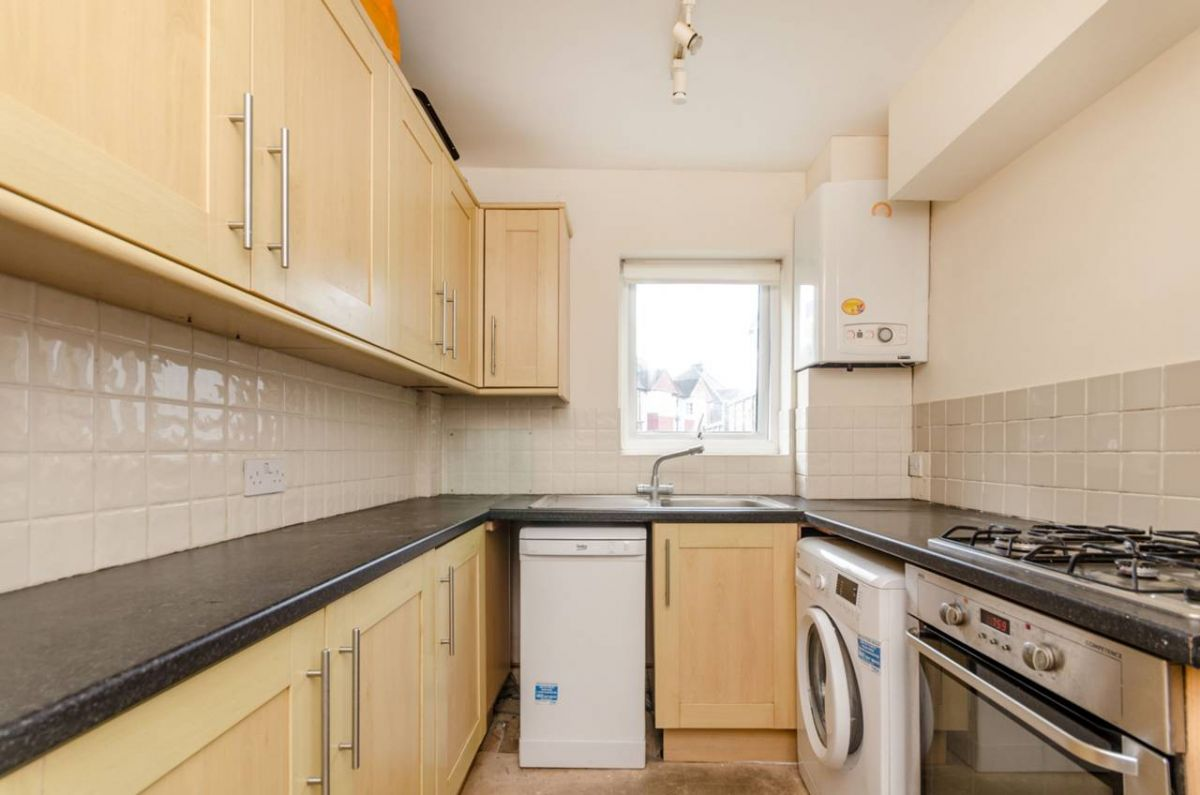 3 Bedroom Terraced for sale in Guildford, Beckingham Road