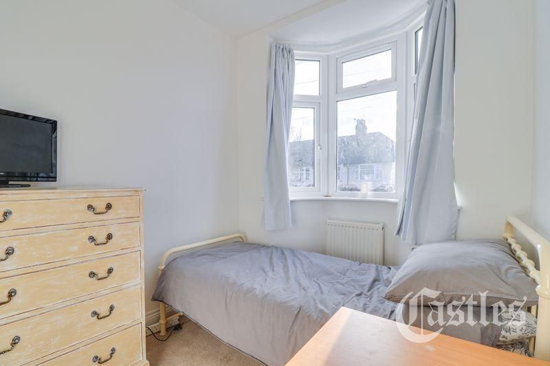4 Bedroom Terraced for sale in Palmers Green, Princes Avenue