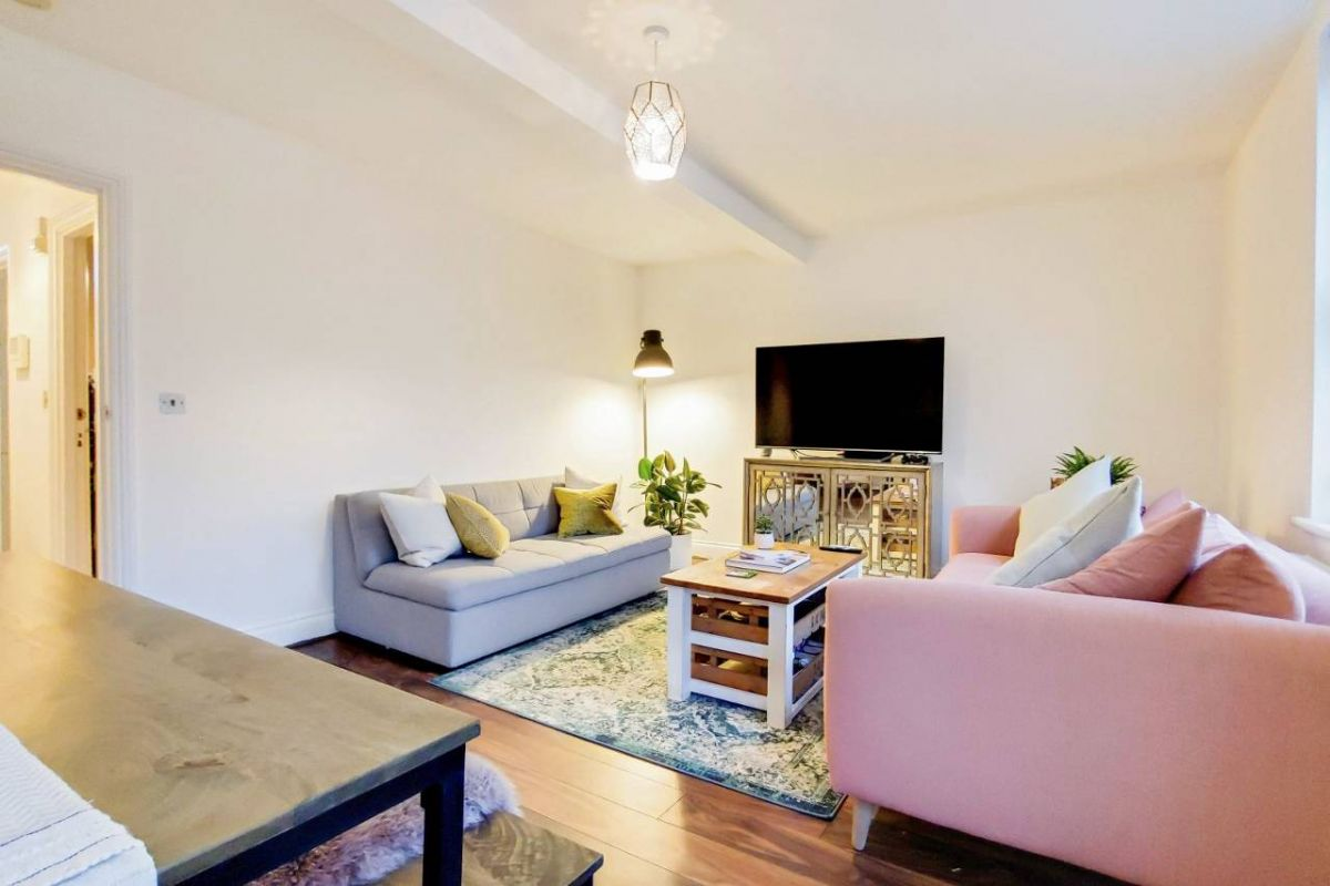 2 Bedroom Flat for sale in Herne Hill, Herne Hill Road