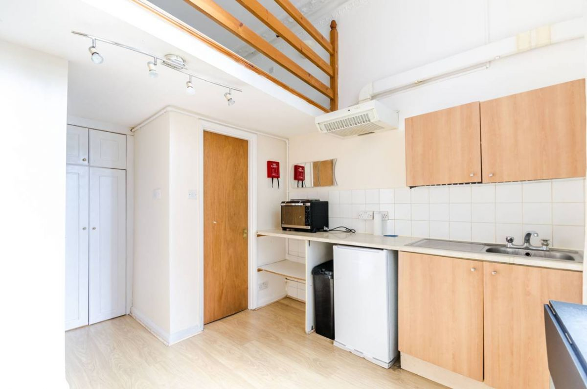 Studio to rent in Earls Court, Collingham Place