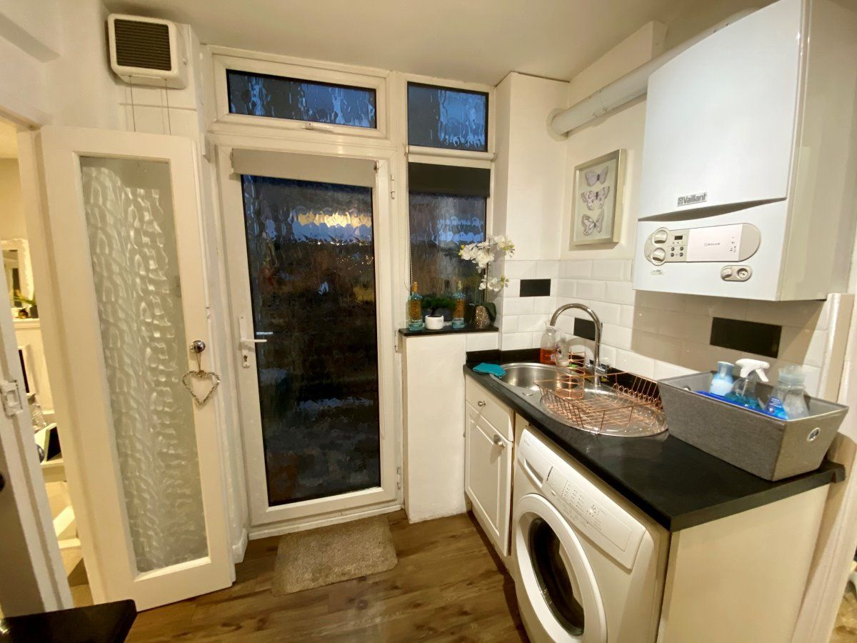 1 Bedroom Maisonette to rent in Staines, Penton Avenue