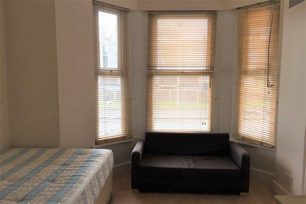 Studio to rent in West Kensington, Talgarth Road
