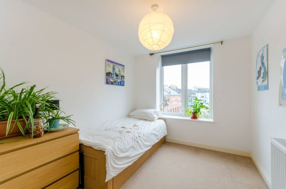 2 Bedroom Flat for sale in South Norwood, Suffolk Road