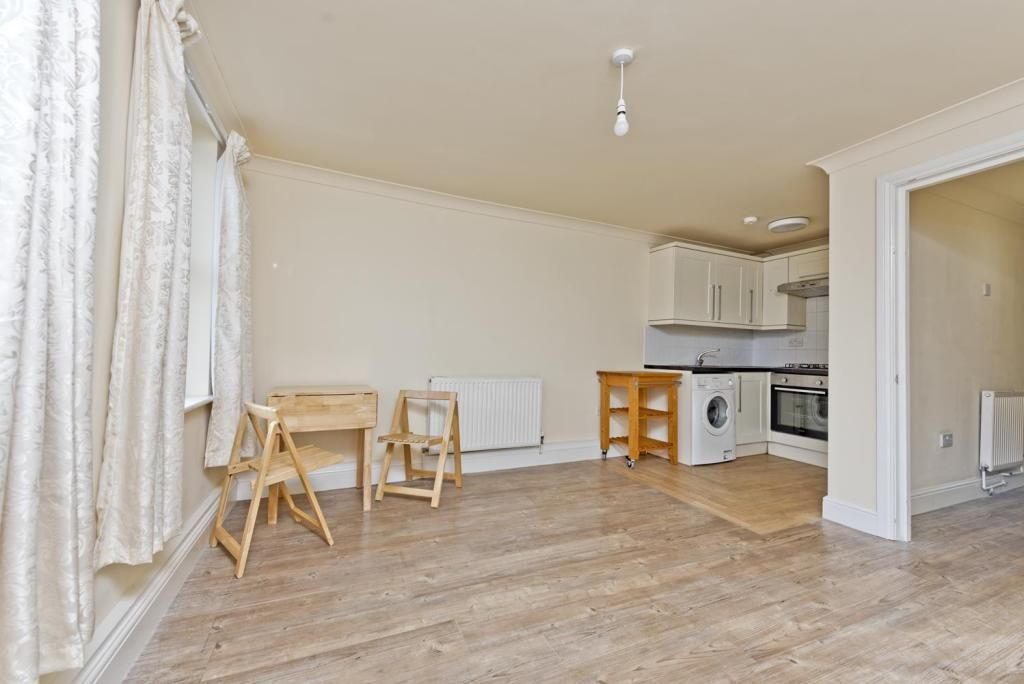1 Bedroom Detached to rent in Tooting, Glenburnie Road