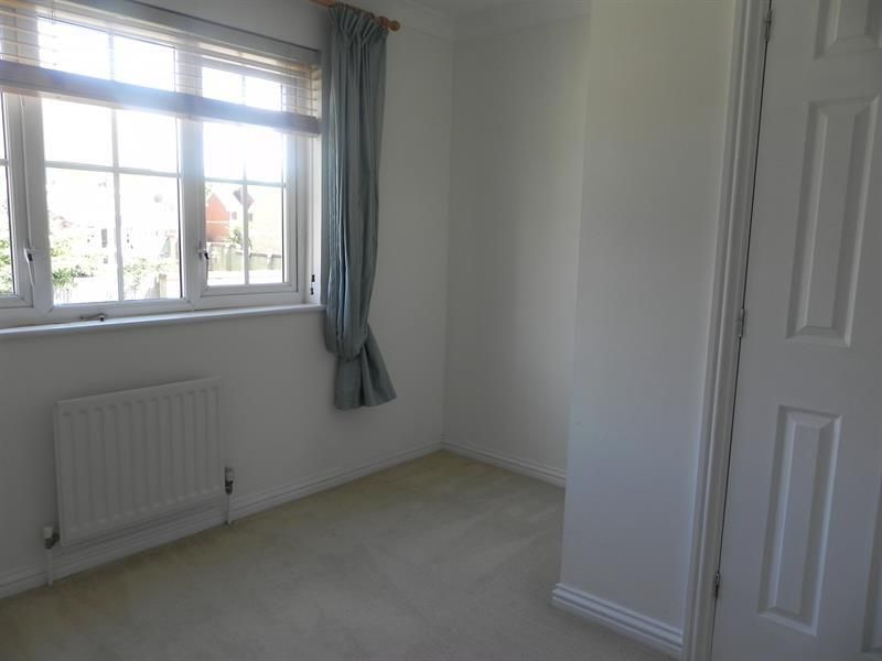2 Bedroom House to rent in Waltham Cross, Little Stock Road