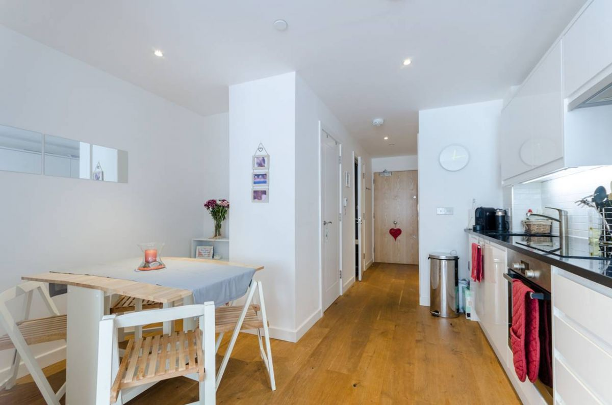 2 Bedroom Flat for sale in Croydon, Scarbrook Road