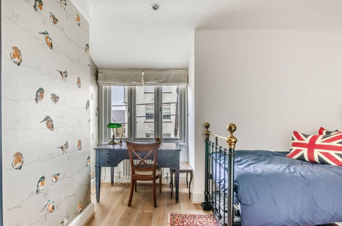 2 Bedroom Flat for sale in Kensington, Kensington Court