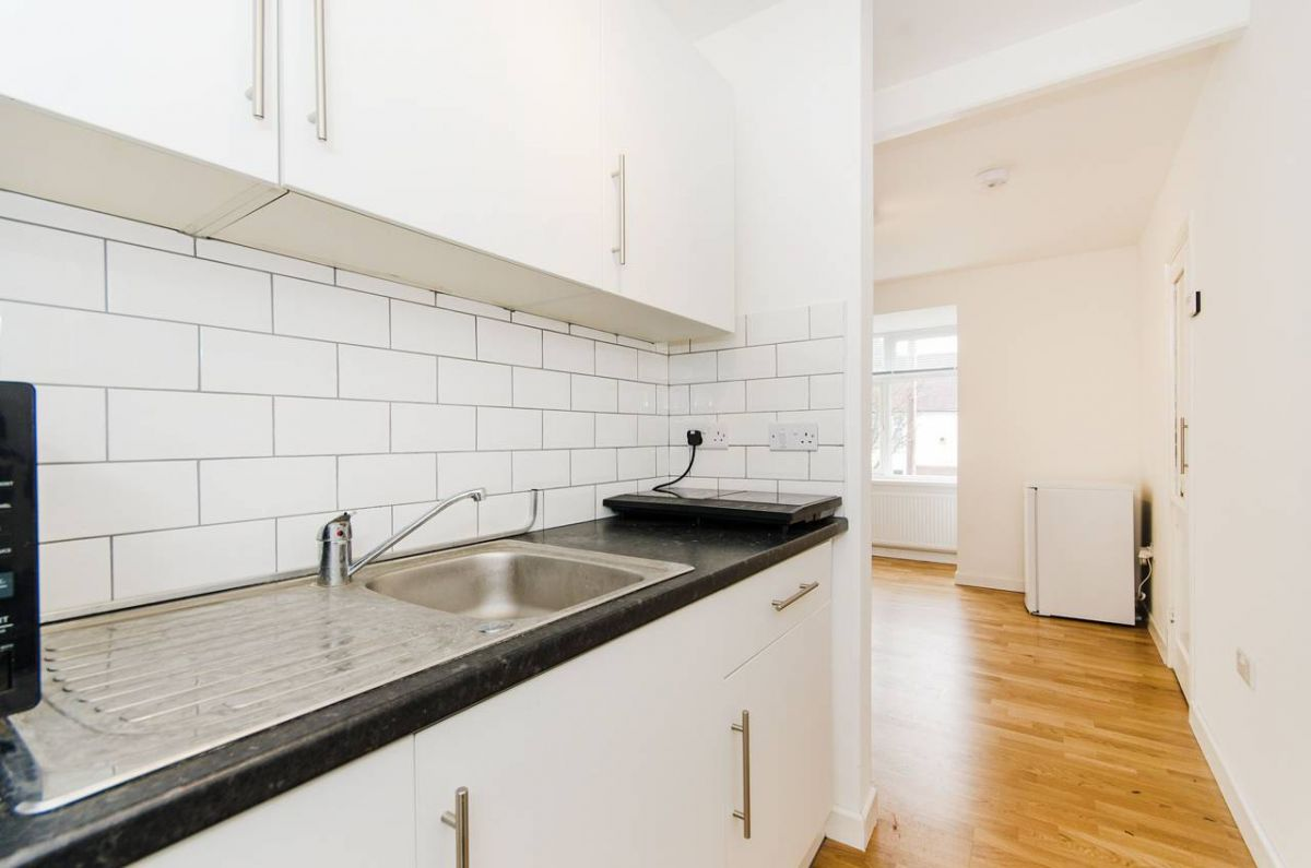 Studio to rent in Ealing, Hawthorn Gardens