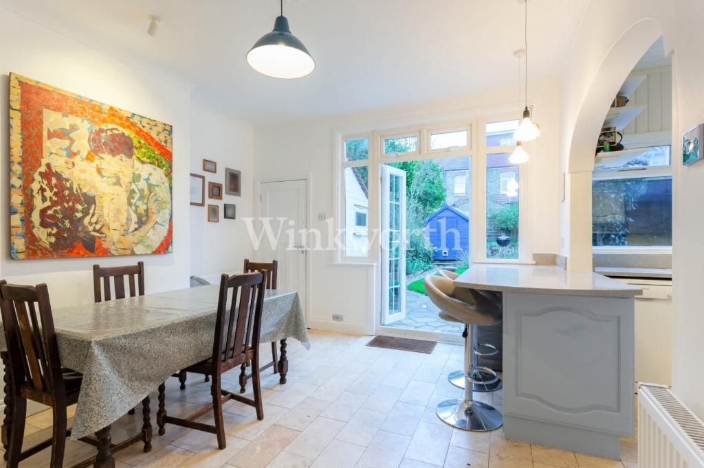 3 Bedroom End of Terrace for sale in Palmers Green, Princes Avenue