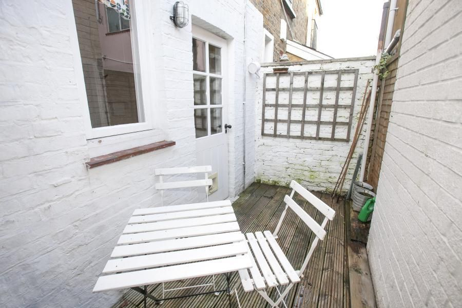 2 Bedroom Cottage for sale in Richmond On Thames, Albany Passage