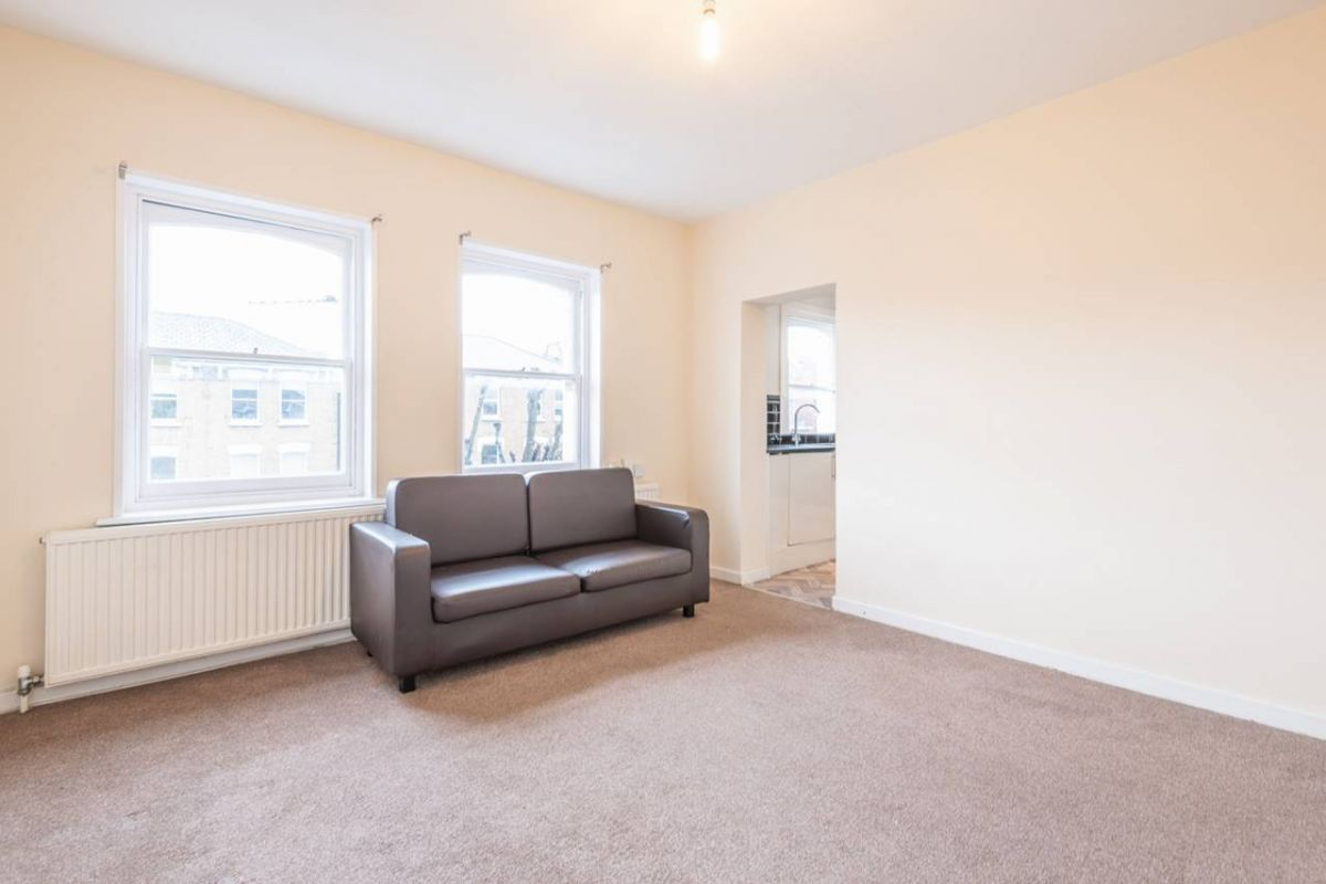 2 Bedroom Flat to rent in Roseville, Priory Road
