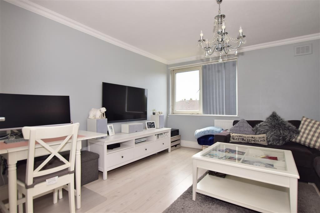 2 Bedroom Flat for sale in Ilford, Hatfield Close