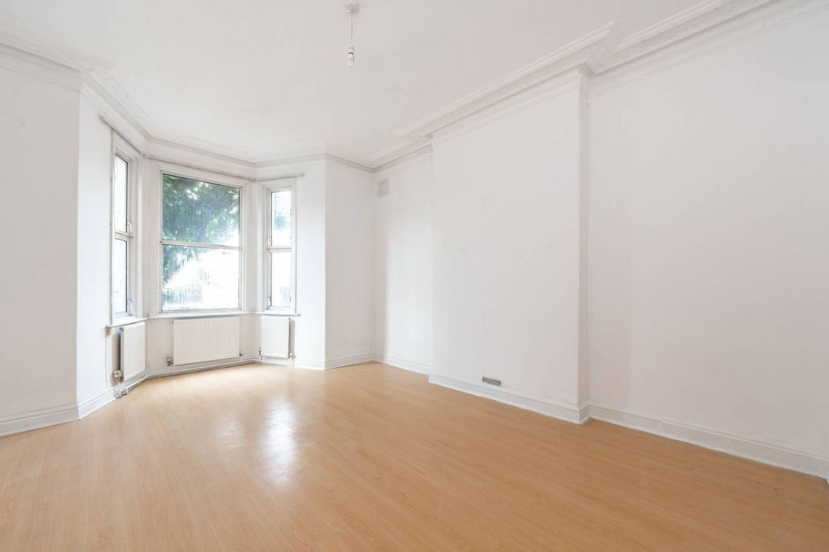 2 Bedroom Flat for sale in Cricklewood, Cricklewood