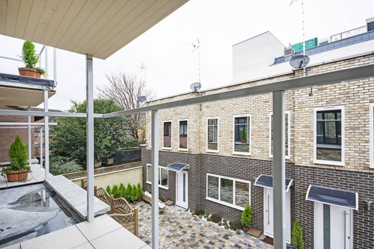 2 Bedroom House for sale in Leyton, Skelton Lane
