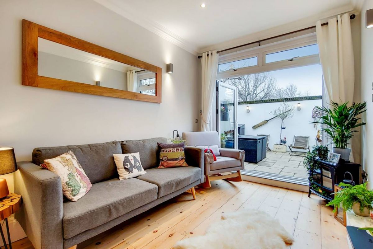 2 Bedroom Flat for sale in Holloway, Tollington Way