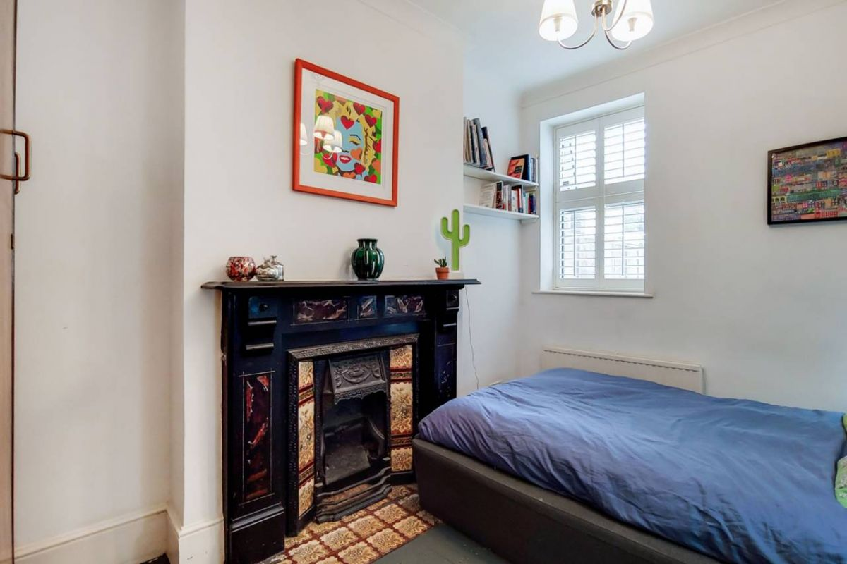 1 Bedroom Flat for sale in Plaistow, Barking Road