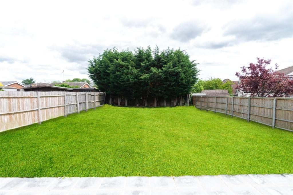 4 Bedroom Detached for sale in Brentwood, Doddinghurst Road