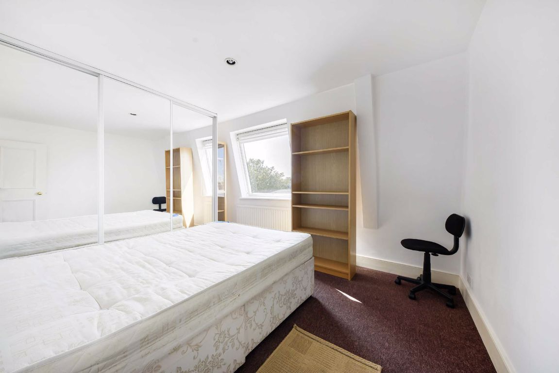 3 Bedroom Flat to rent in Earls Court, Nevern Square