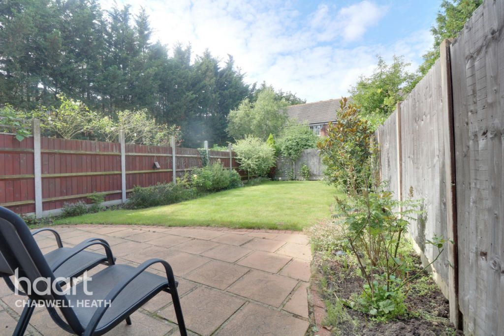 3 Bedroom Semi-Detached for sale in Romford, Heathfield Park Drive
